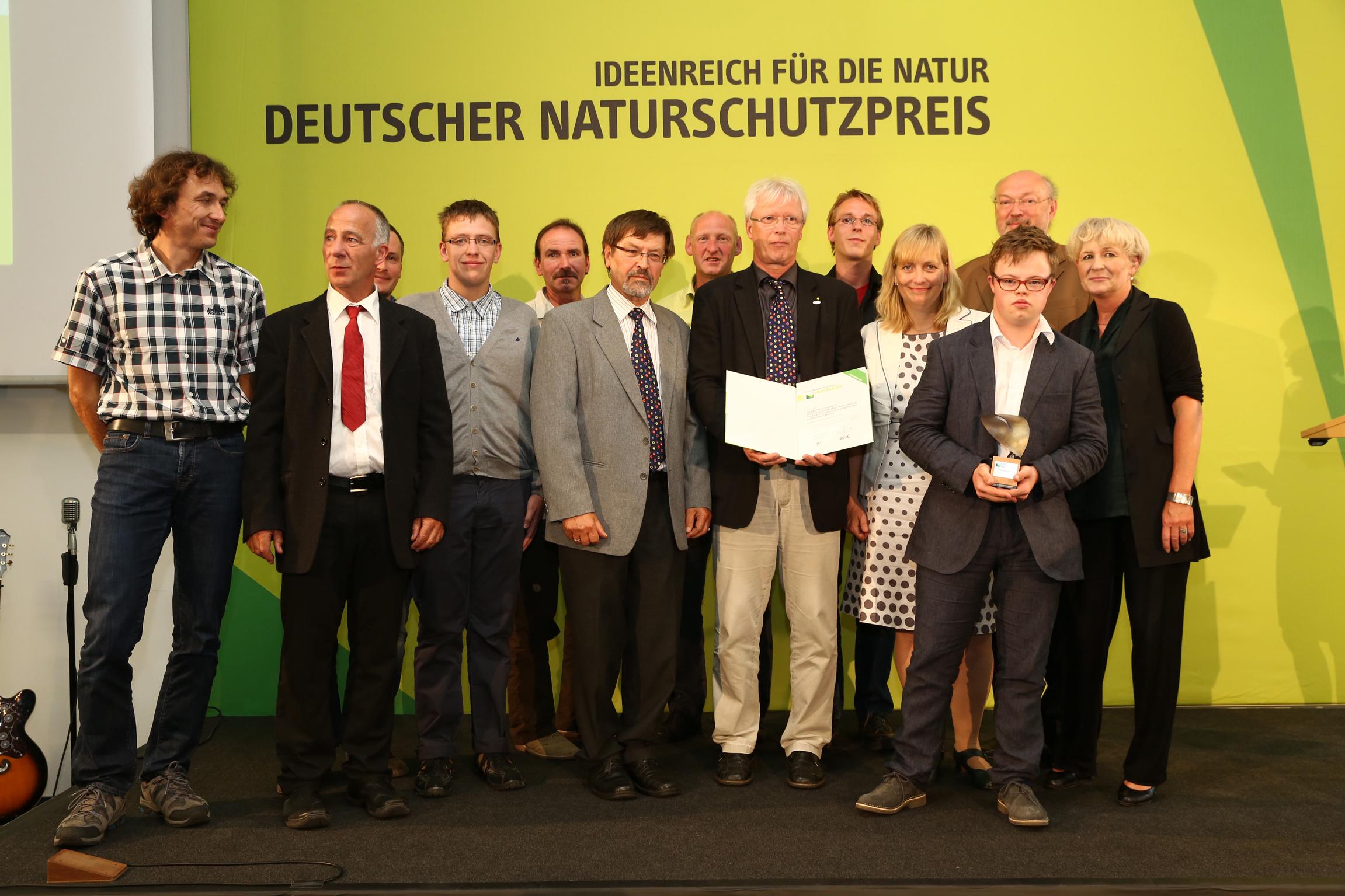 Die Projektpartner bei der Verleihung des Deutschen Naturschutzpreises mit Laudator Prof. Manfred Niekisch, Christian Brandt und Prof. Beate Jessel © Bundesamt für Naturschutz