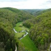 Blick von der Ruine Wartstein auf die Große Lauter - Foto: Geschäftsstelle Biosphärengebiet Schwäbische Alb